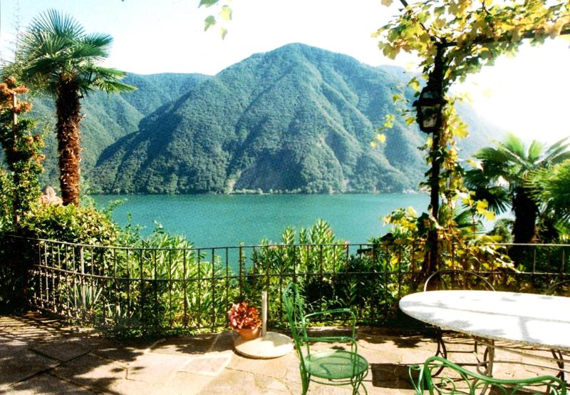 Villa for 8 persons near  lake, airconditioning, shared pool, garden, location de vacances à Lugano