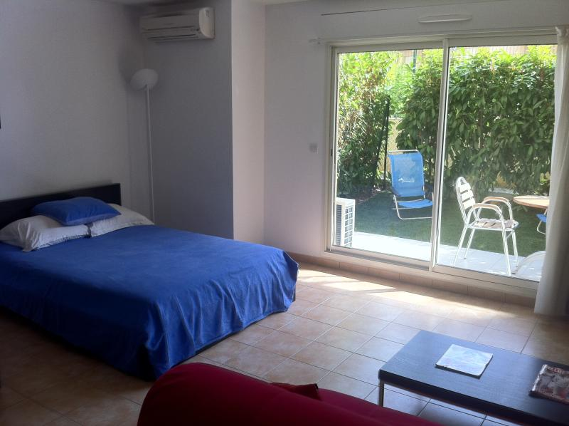 Large Studio Apartment with Secure Private Garden, vacation rental in Peille