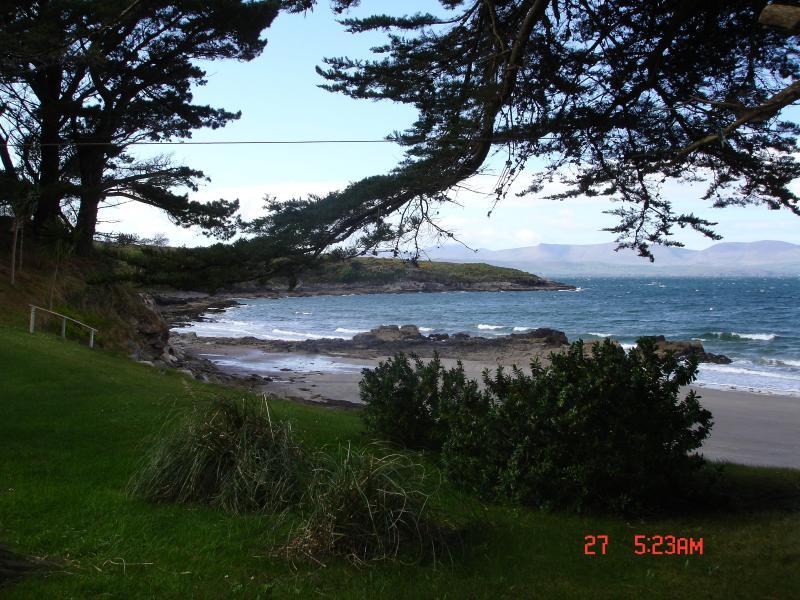 A vista do jardim e praia