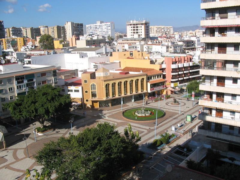 Vue sur la plaza de La Nogalera depuis la terrasse. Abaissé direct gare.