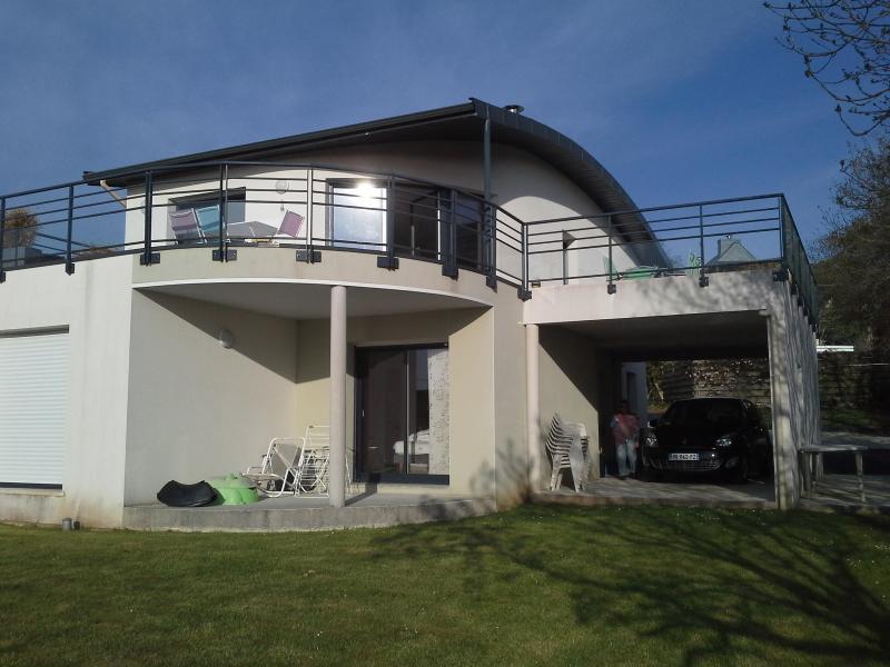 la maison  vue du jardin uo de la mer