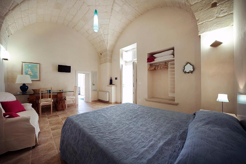Guest House Salento Tana del Riccio - Suite Stella, holiday rental in Poggiardo