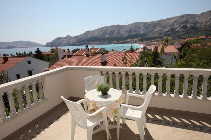 Apartment with Beautiful sea view, location de vacances à Baska