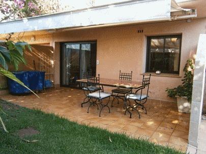 terrasse + salon de jardin + berbecue