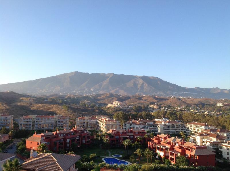 Uitzicht op de bergen vanaf terras