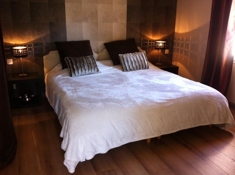 Um quarto andar de cima 2 camas individuais em conjunto (200 x 200 total)