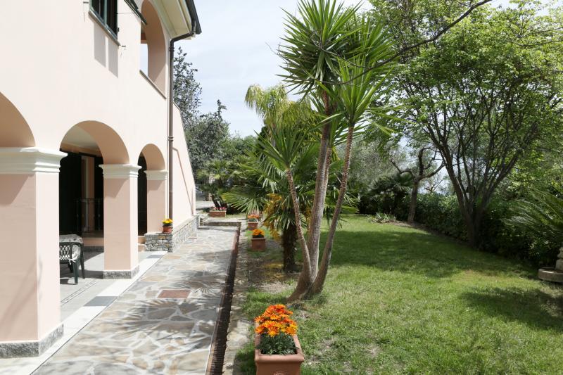 Giardino privato ad uso degli ospiti delle camere IBIS e PAVONE