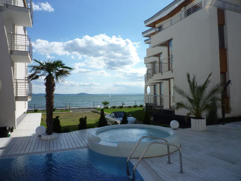 White Sails Beach Apartments, holiday rental in Pomorie