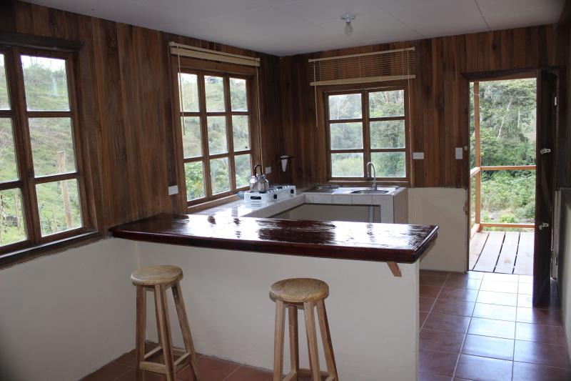 Ferienhaus Casa Colibrí, 25 acres tropical ground, vacation rental in Province of Cartago