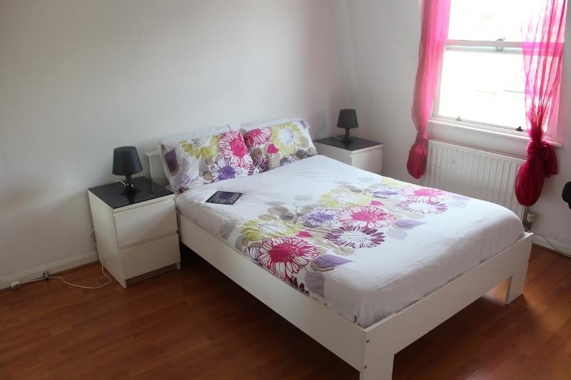 Lovely Double Room in zone 2, holiday rental in Colindale