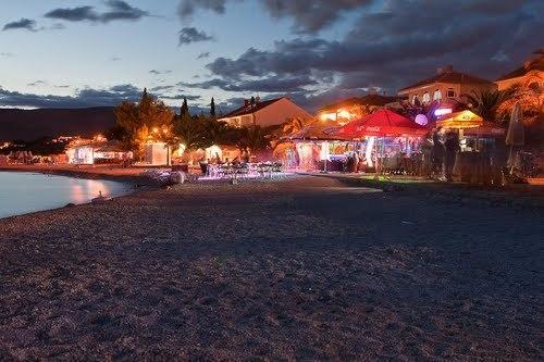 Okrug Gornji  main beach - 4 mins walking distance and night life