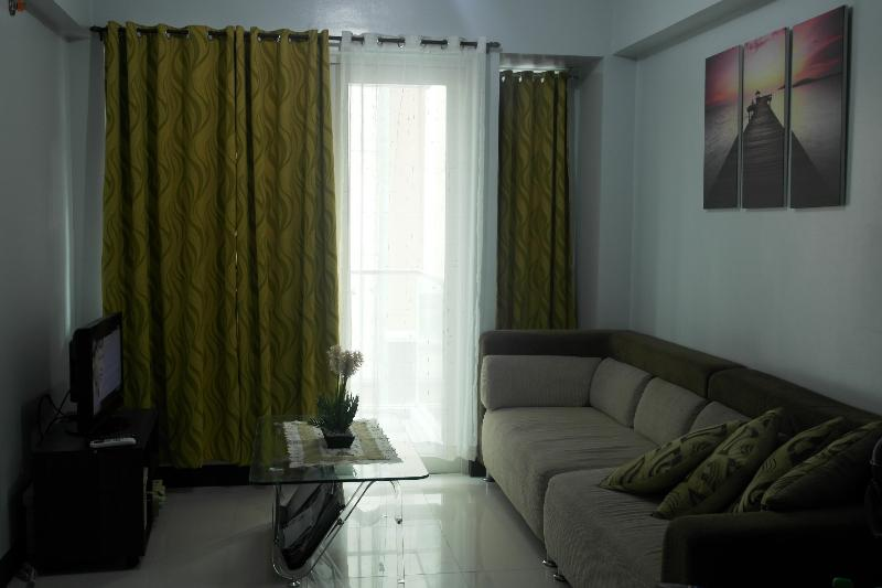 Fully Furnished One bedroom Condominium, vacation rental in Cavite City