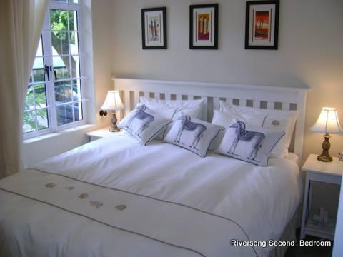 Second bedroom - can be made up with a queen bed or twin beds as required