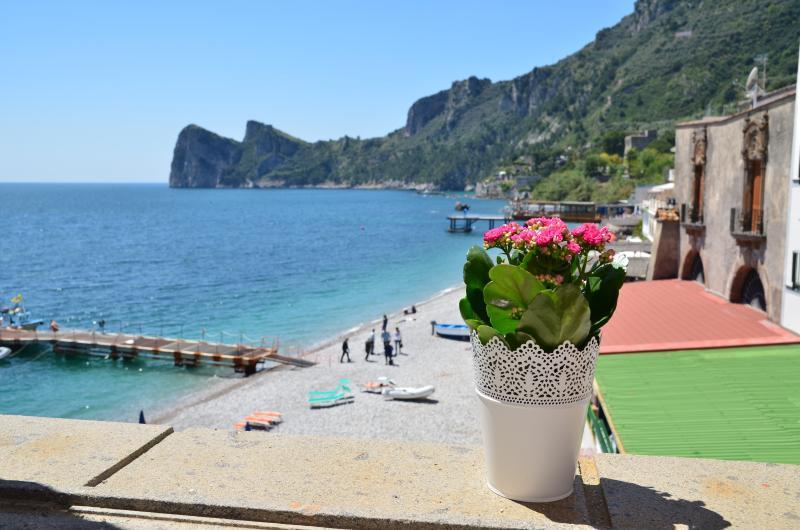 Musdea, apartment by the sea! Mimì sul Mare Nerano, holiday rental in Nerano