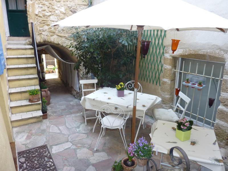 Oustaloun, holiday rental in Lourmarin