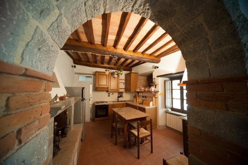 Casale Rosennano Scuderie, vacation rental in Castelnuovo Berardenga