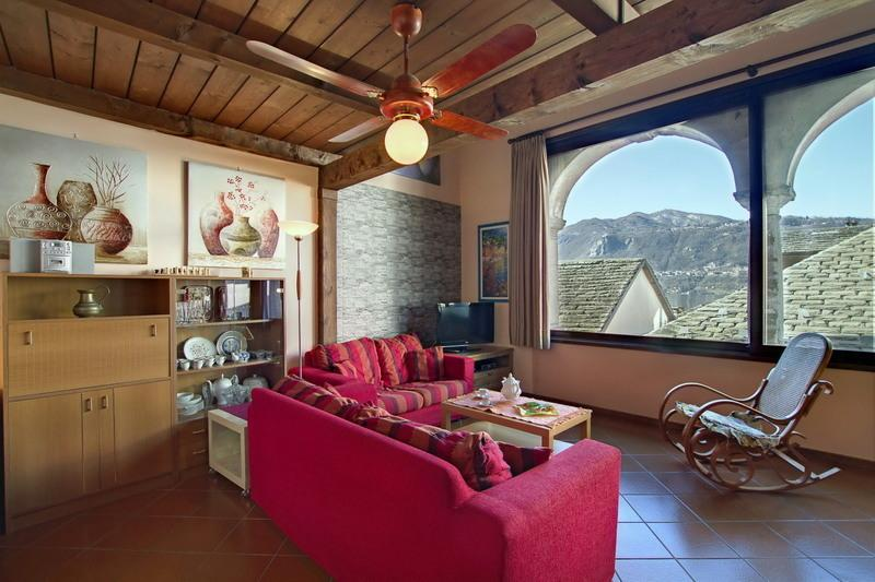 ROMANTIC, CENTRAL  APARTMENT  BELLAVISTA LAKE VIEW, vacation rental in Armeno