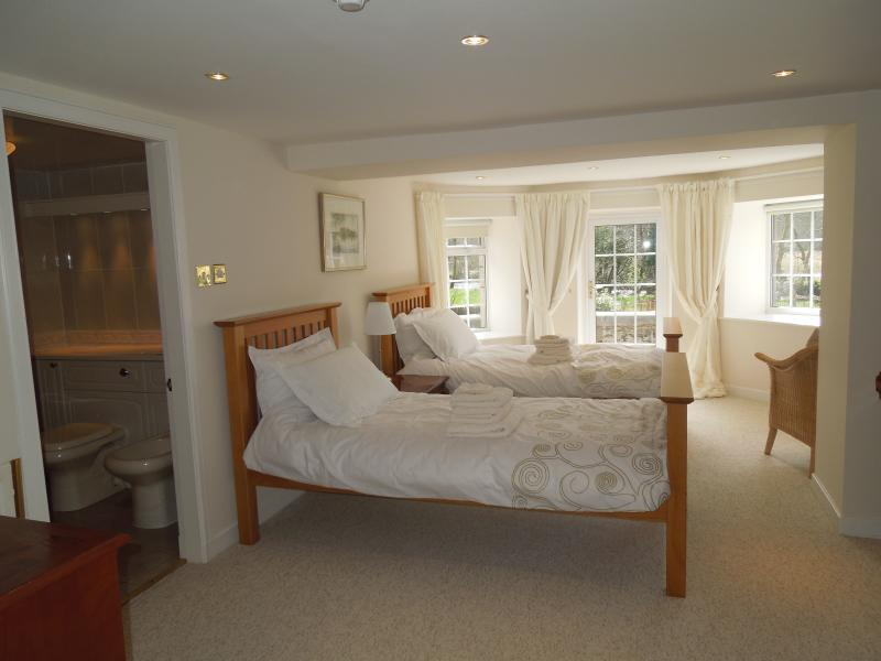 'Vennacher' - downstairs twin en-suite. Door to garden - closest to hot tub!