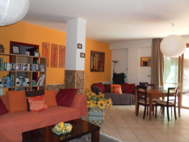 tra ETNA e TAORMINA - Appartamento in villa, vacation rental in Catania