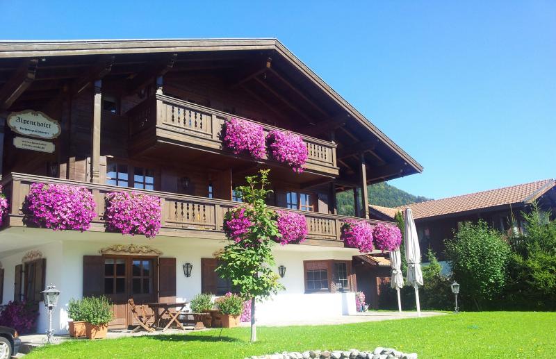 Alpenchalet Reit im Winkl - Wohnung 8, vacation rental in Reit im Winkl