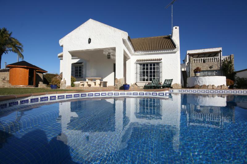 Chalet con piscina privada, Spa, & Climatización, vacation rental in Barbate