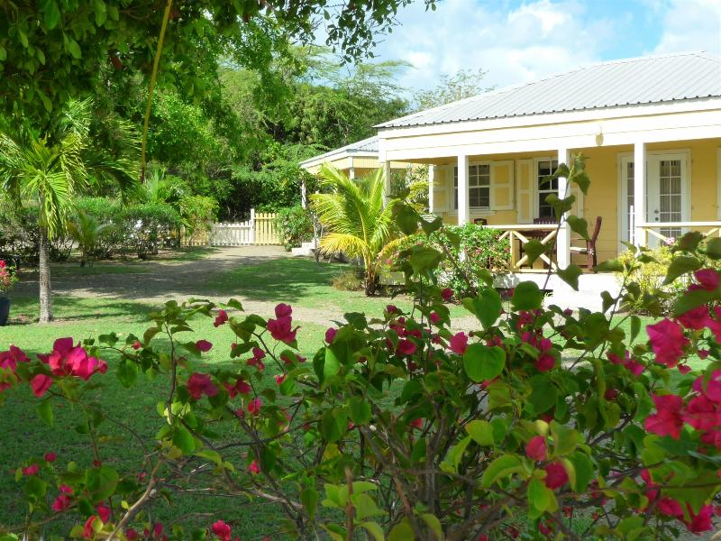 Yepton Estate Studio Cottage, holiday rental in Five Islands Village