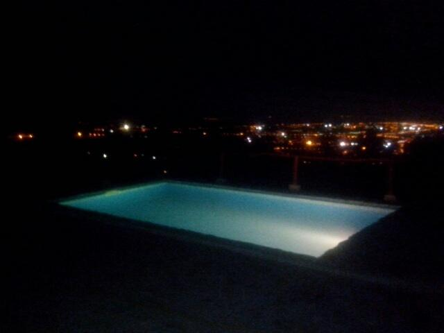Swimming pool et night