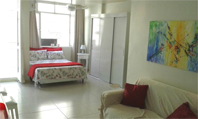 Copacabana light, cozy, renovated 2 Bedroom, Apto. claro, aconchegante, vakantiewoning in Rio de Janeiro