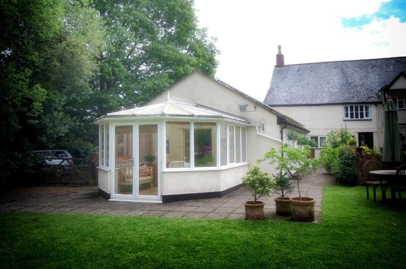 Farthings Country house, holiday rental in Cotford St Luke