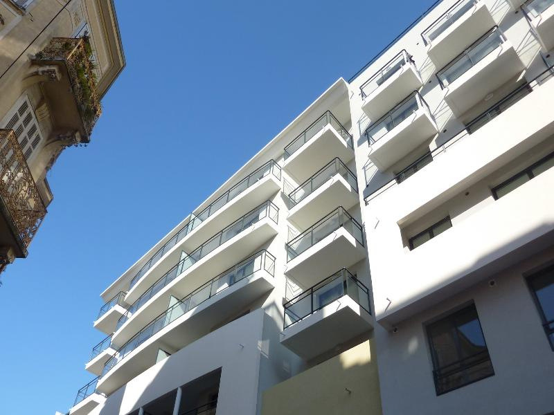 The exterior of Cannes Paradisio. There are seven floors, our apartment is on the sixth floor.