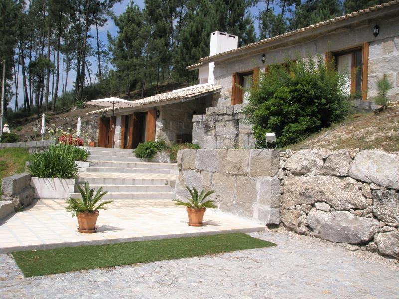 Villa(with 23700m2 green areas) at 40km from PORTO, location de vacances à Marco de Canaveses