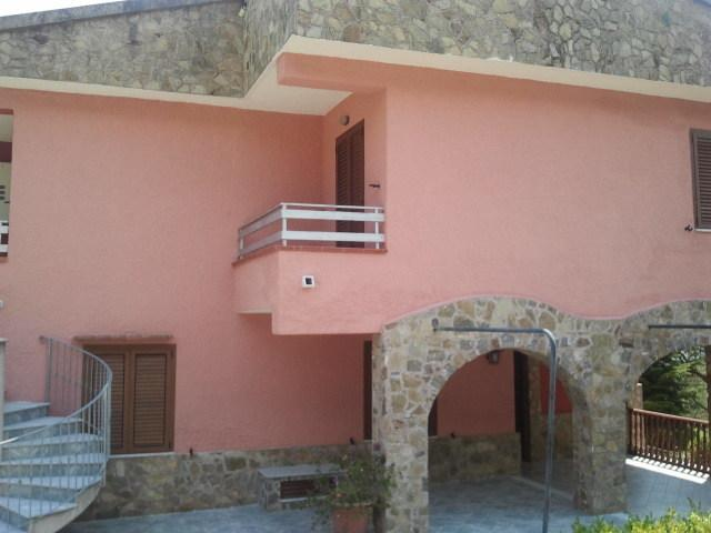 Appart. n 3 on the first floor. Kitchen abitab. cam. Doubles bed. plus 2 single beds bathroom and terraz