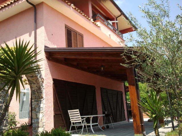 villa a 4 km dal mare. appart. n 1 piano terra, vacation rental in Acquavena