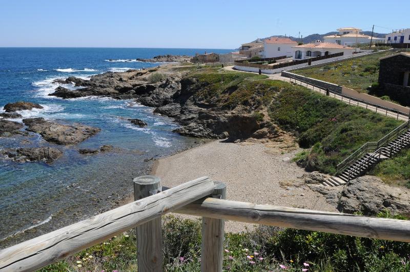 Casa 1ª linea de mar Llançà /Port de la Selva WIFI, location de vacances à El Port de la Selva
