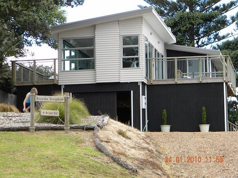 Waiheke holiday house in Surfdale
