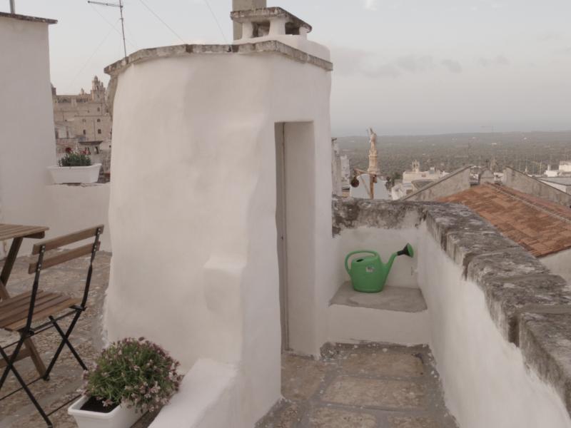 Casa Dulcamara, la terraza con vistas al mar y al valle