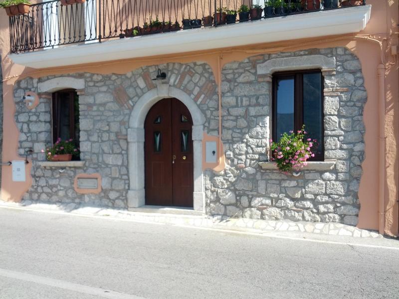 Casa Vacanza nel Parco del Cilento e vallo di Dian, vacation rental in Savoia di Lucania