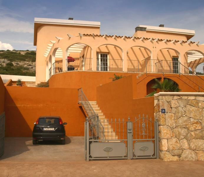 Superb villa with private pool, mountain and sea views