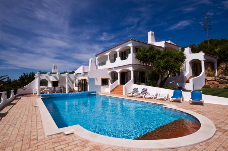 A Beautiful luxury Villa With Every Amenity, holiday rental in Espiche