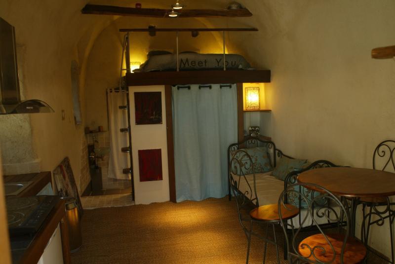 Charmant studio cosy à Casta avec terrasse, holiday rental in Santo-Pietro-di-Tenda