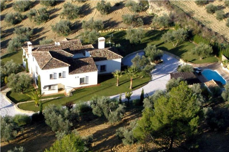 Family friendly villa with private pool 10 minutes from Ronda – semesterbostad i Ronda