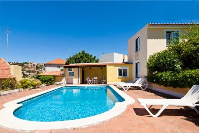 House w/ pool close to beach, Ferienwohnung in Paco de Arcos