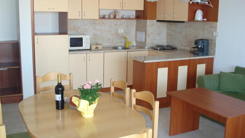 The kitchen has everithing you'll need to make breakfast with aromatic coffe or romantic dinner