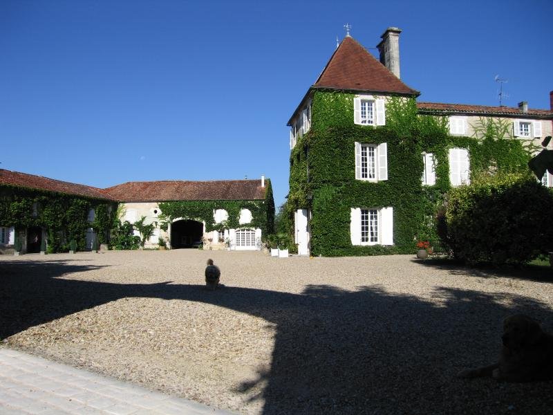 LOGIS DE GUITRES, vacation rental in Vaux-Rouillac