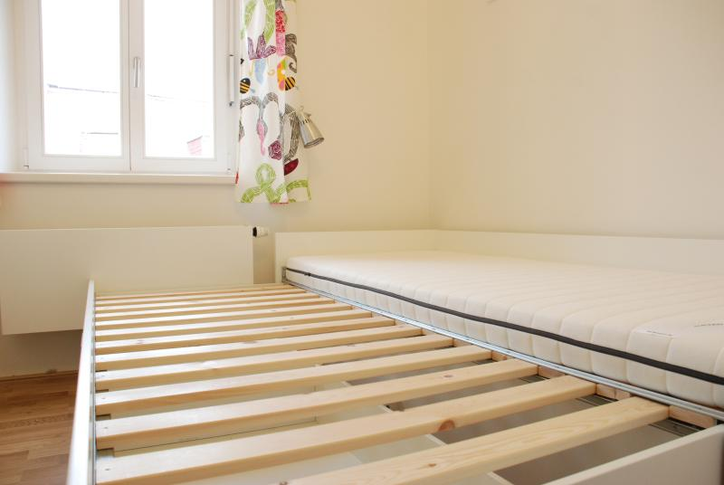 Smaller bedroom with single bed extendable to double bed