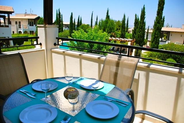 Al fresco dining with views over the communal pool