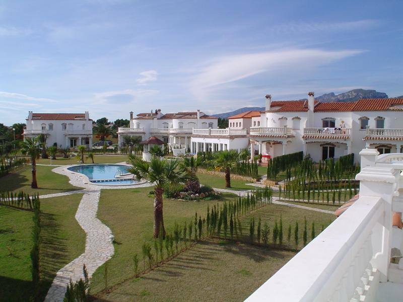 Les jardins communautaires, piscine et bar