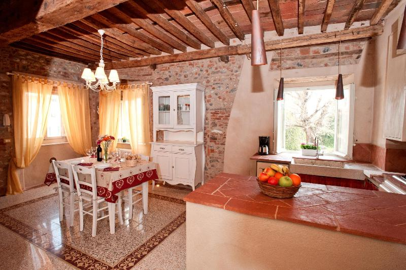 sala con angolo cucina, Living area with Kitchen