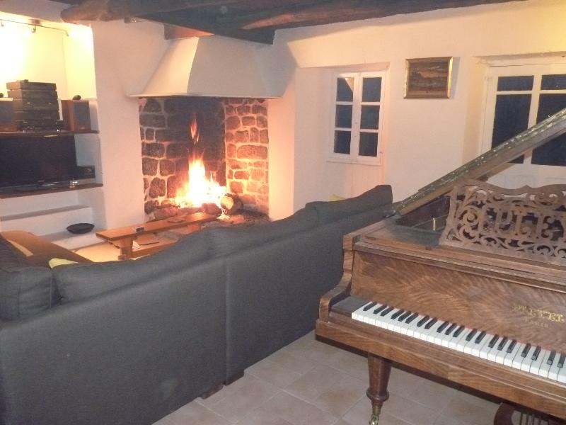 Lounge with Pleyel 3a awarded annually.