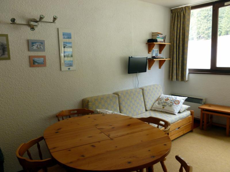 Loung le canapé 190x90- gauche, télévision à écran plat et lecteur étagère de chauffage mural dvd